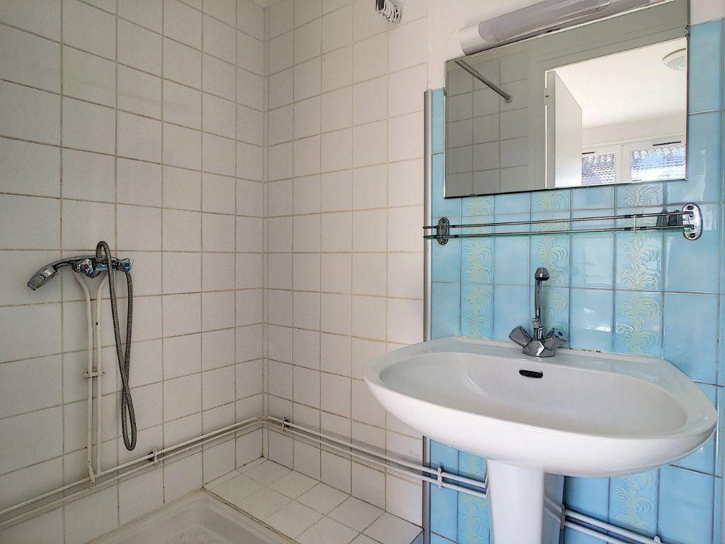 Appartement à louer 1 15.19m2 à Aurillac vignette-3