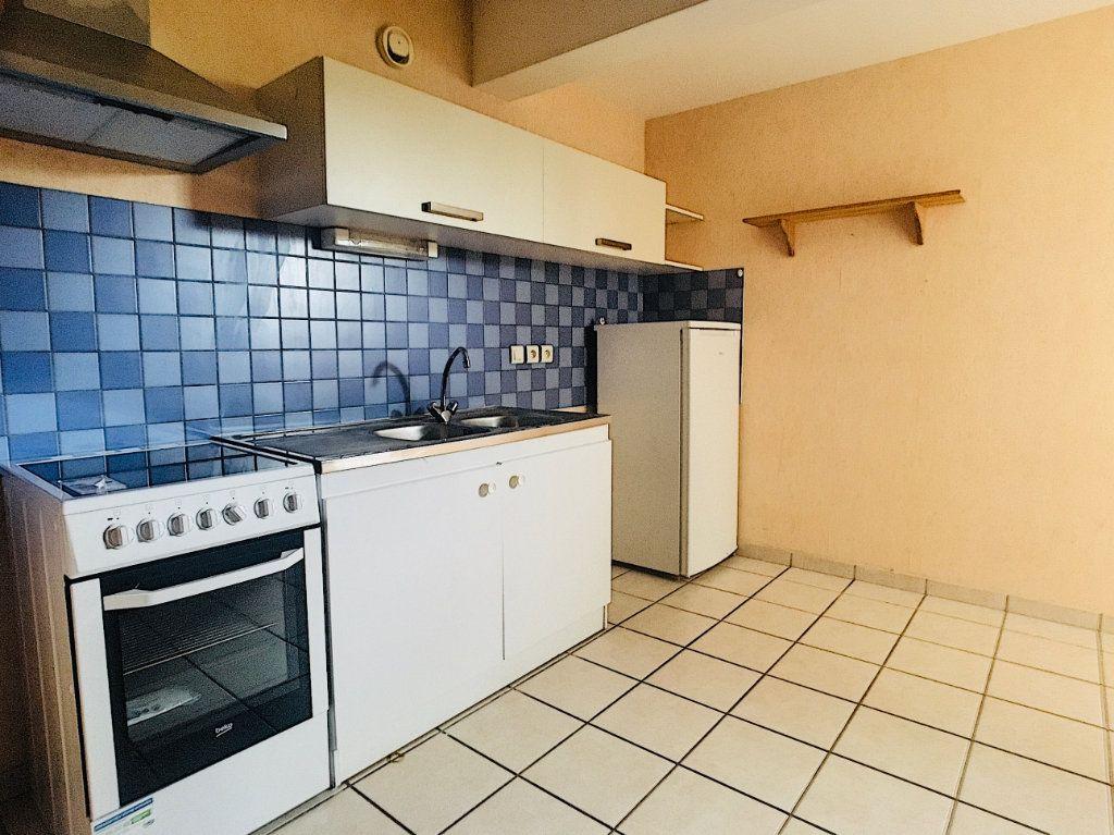 Appartement à louer 3 88.51m2 à Aurillac vignette-3
