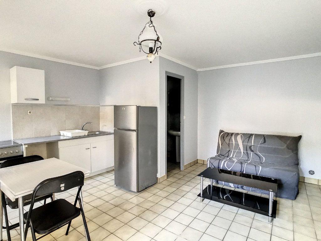 Appartement à louer 1 20.72m2 à Aurillac vignette-1