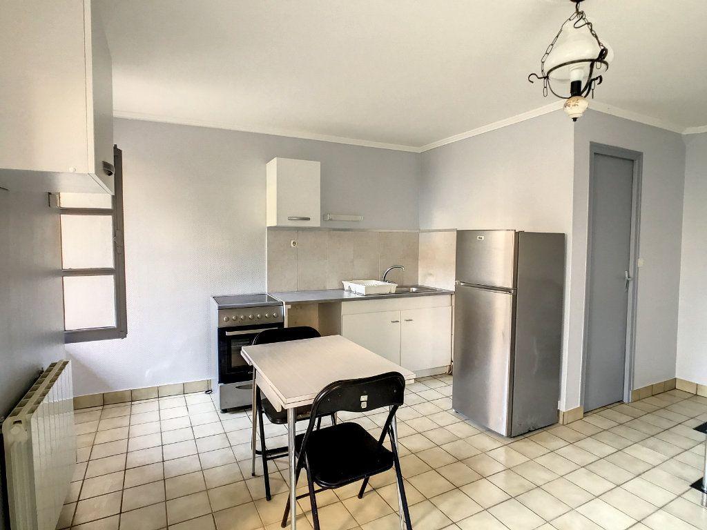 Appartement à louer 1 20.72m2 à Aurillac vignette-2