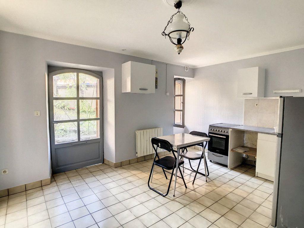 Appartement à louer 1 20.72m2 à Aurillac vignette-3