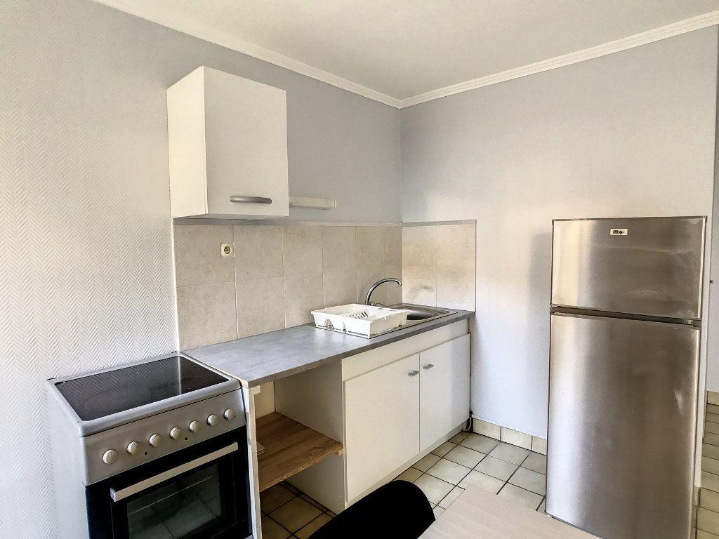 Appartement à louer 1 20.72m2 à Aurillac vignette-4