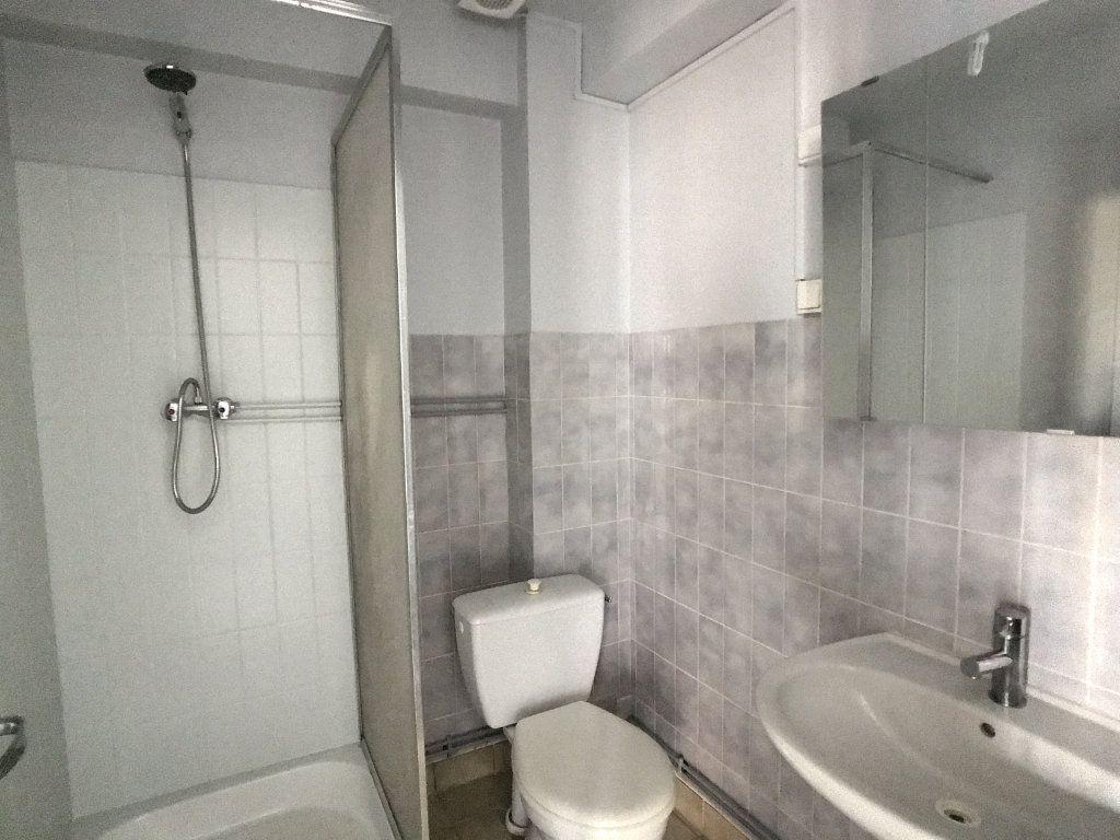 Appartement à louer 1 20.72m2 à Aurillac vignette-6