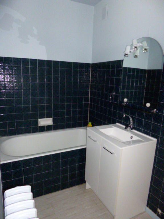 Appartement à louer 4 70.41m2 à Aurillac vignette-3