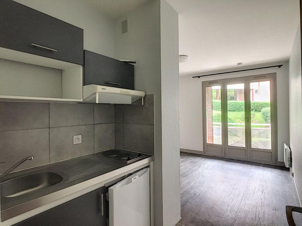 Appartement à louer 1 18.31m2 à Aurillac vignette-1