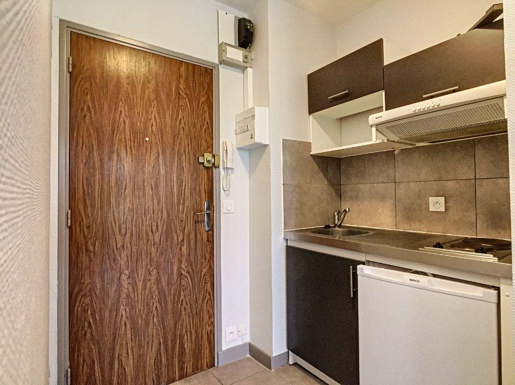 Appartement à louer 1 18.31m2 à Aurillac vignette-2