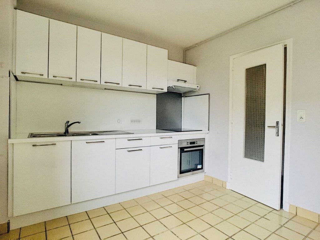 Appartement à louer 5 88m2 à Aurillac vignette-1