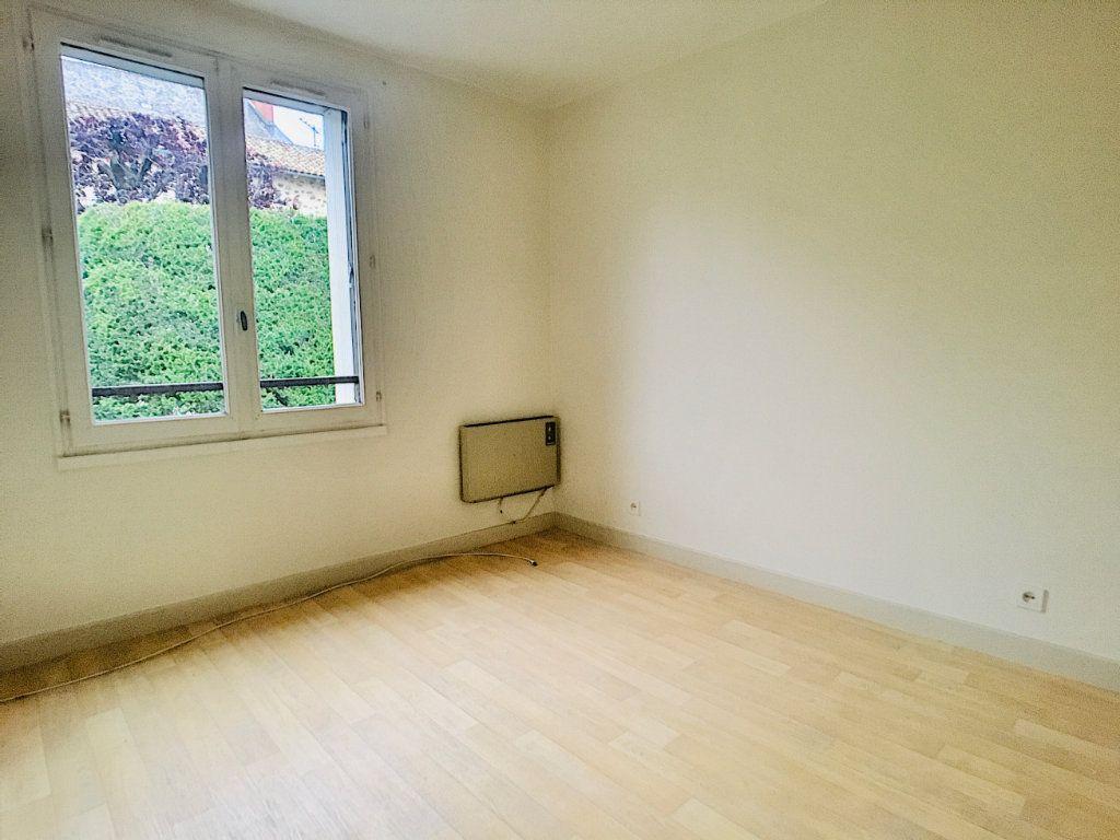Appartement à louer 5 88m2 à Aurillac vignette-3
