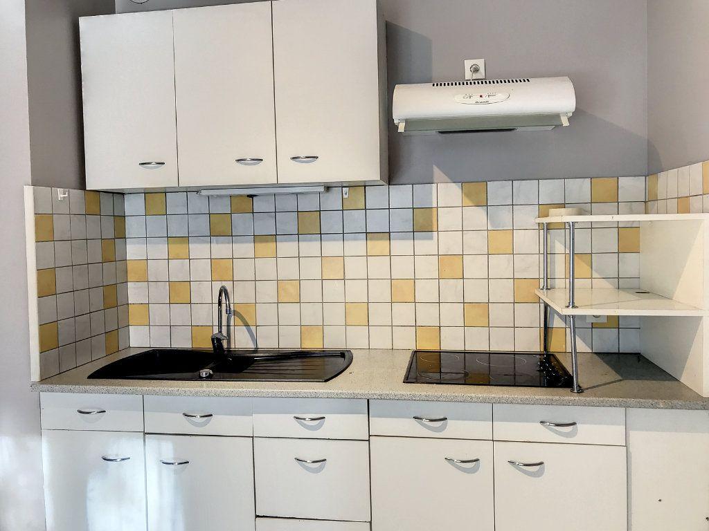 Appartement à louer 2 34.5m2 à Aurillac vignette-5