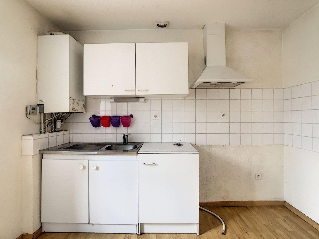 Appartement à louer 2 49.42m2 à Aurillac vignette-2
