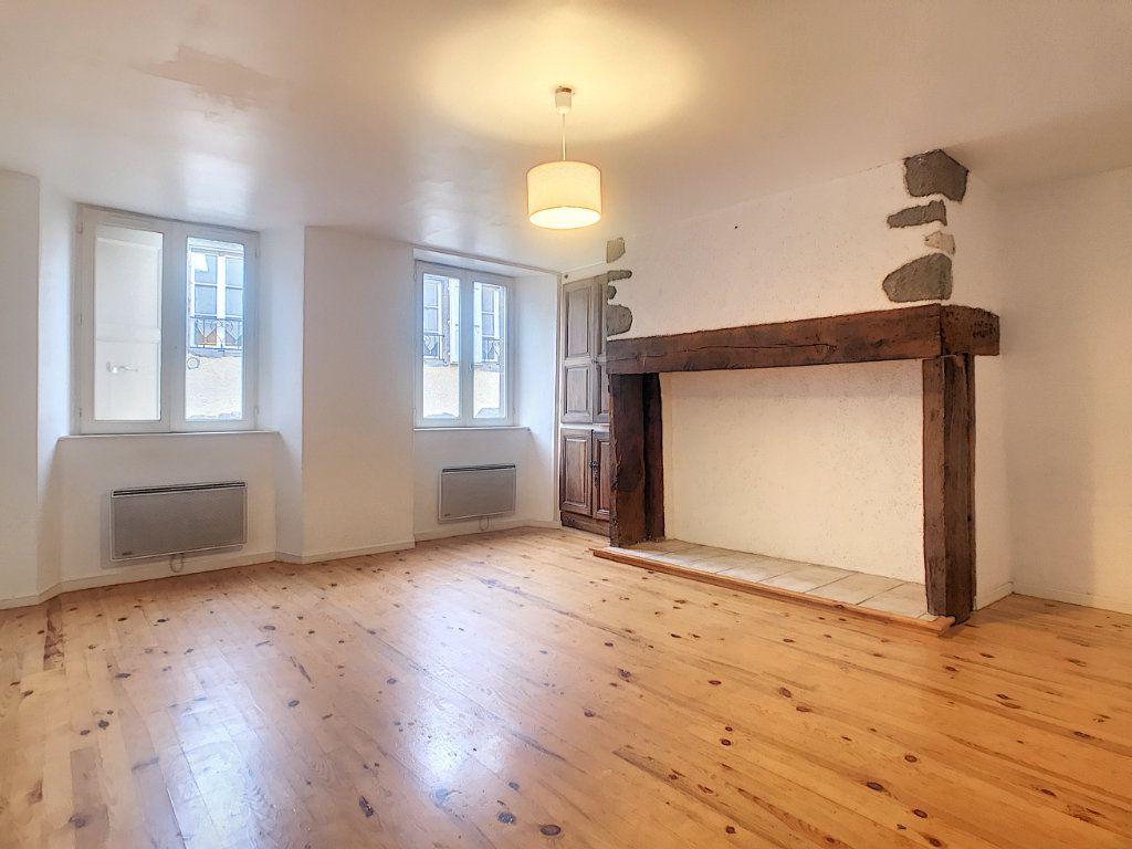 Appartement à louer 3 51m2 à Aurillac vignette-1