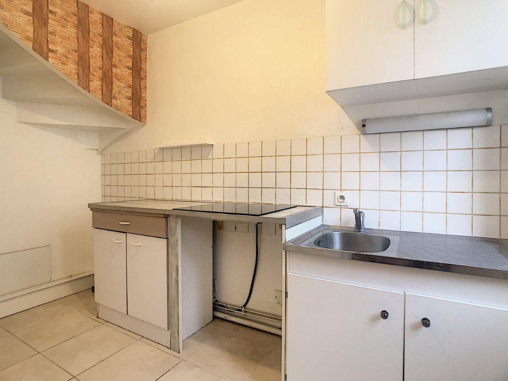 Appartement à louer 3 51m2 à Aurillac vignette-2