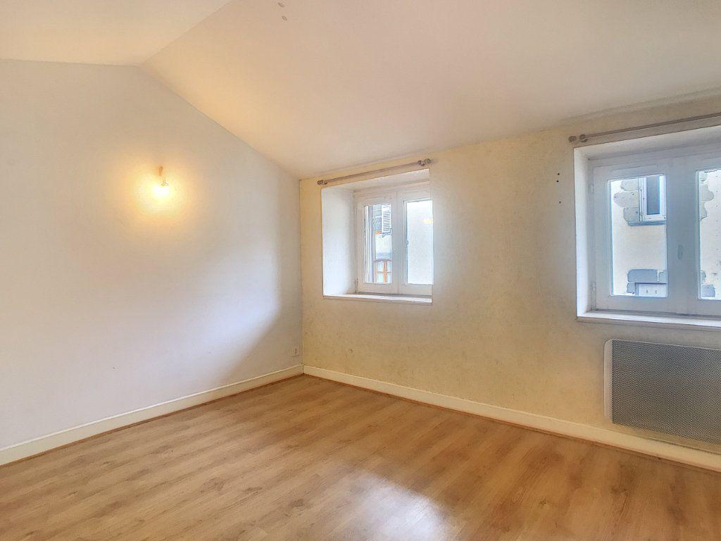 Appartement à louer 3 51m2 à Aurillac vignette-3