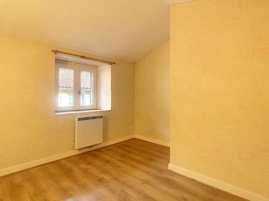 Appartement à louer 3 51m2 à Aurillac vignette-4