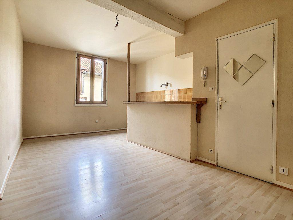 Appartement à louer 2 49.98m2 à Aurillac vignette-3