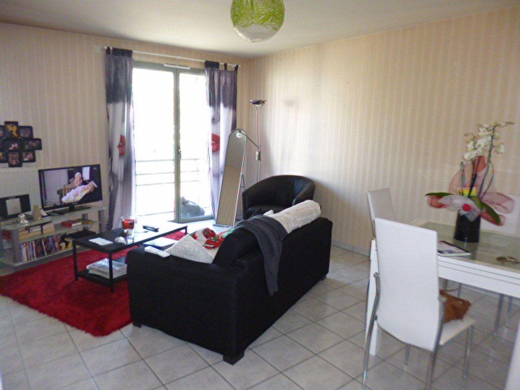 Appartement à louer 2 45.21m2 à Aurillac vignette-1