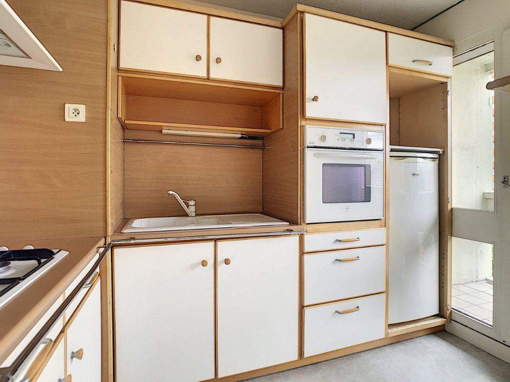 Appartement à louer 2 37.94m2 à Aurillac vignette-1