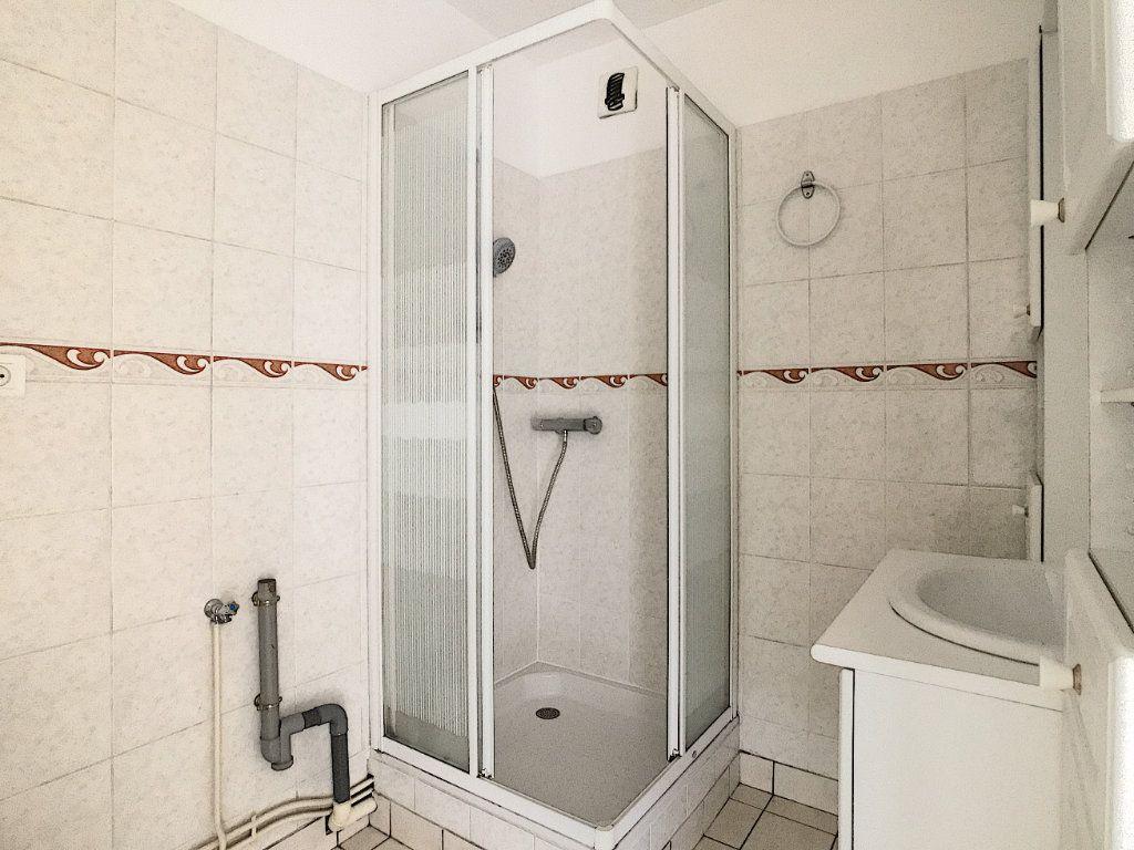 Appartement à louer 2 37.94m2 à Aurillac vignette-5