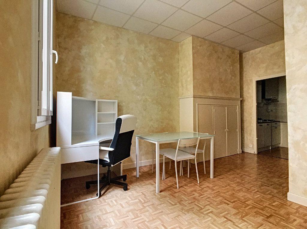 Appartement à louer 1 29.5m2 à Aurillac vignette-1