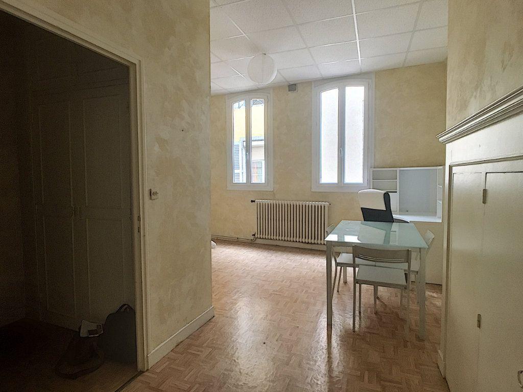 Appartement à louer 1 29.5m2 à Aurillac vignette-5