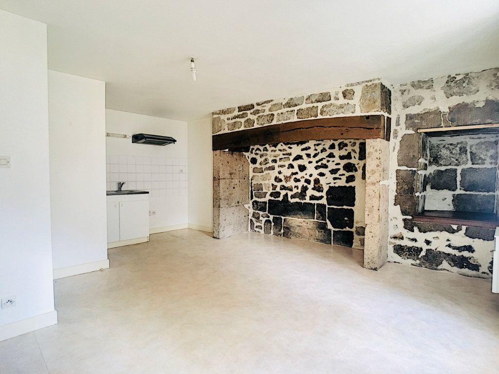 Appartement à louer 2 45m2 à Vic-sur-Cère vignette-2