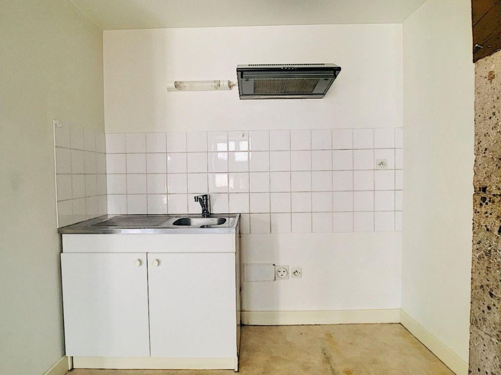 Appartement à louer 2 45m2 à Vic-sur-Cère vignette-3