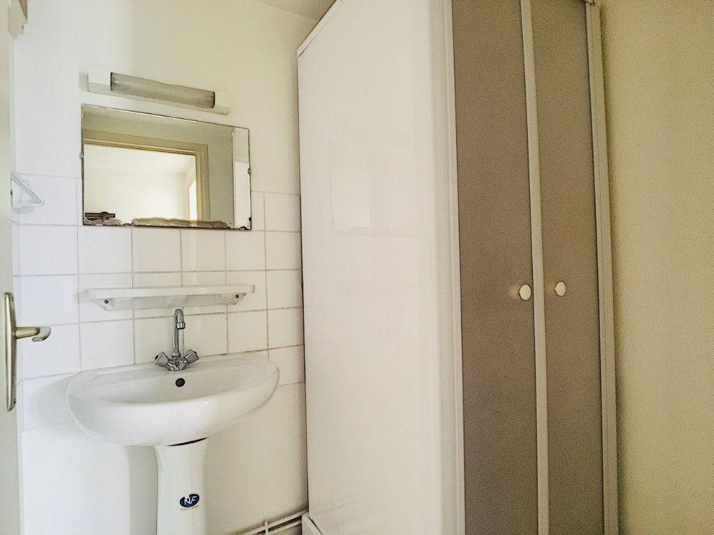 Appartement à louer 2 45m2 à Vic-sur-Cère vignette-6