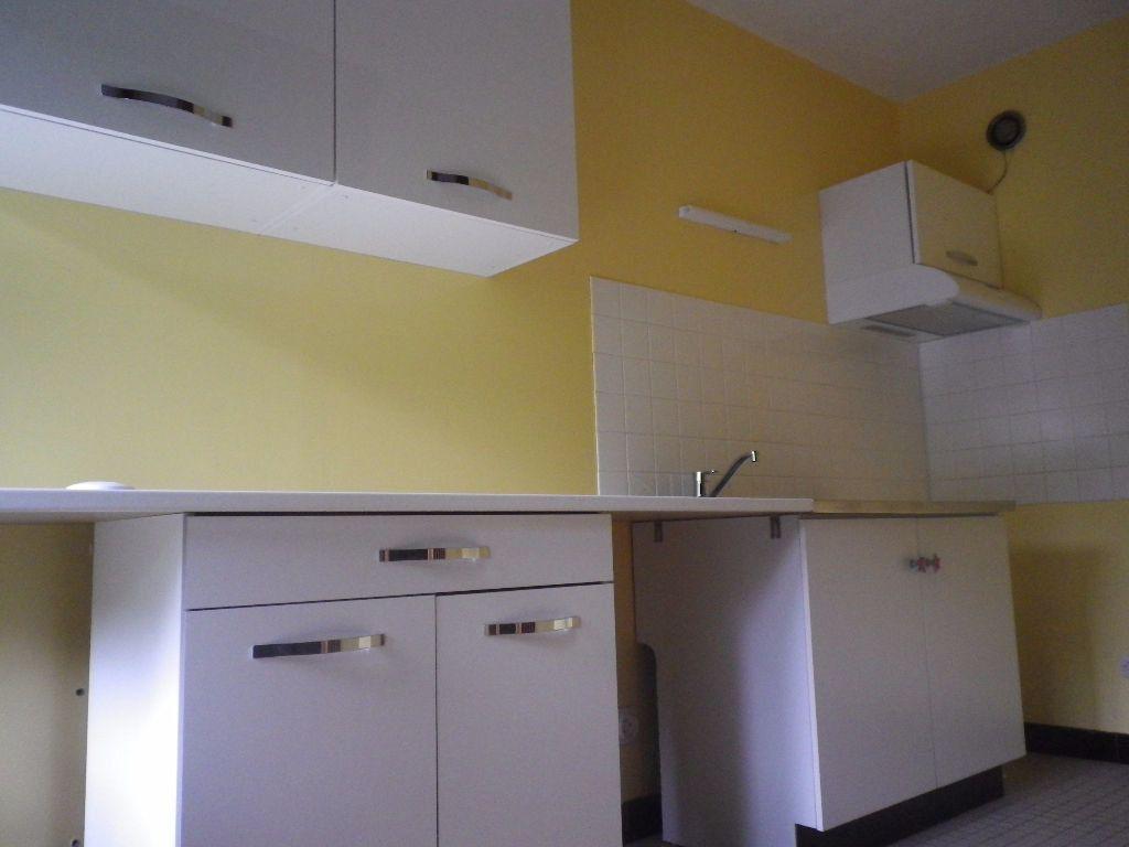 Appartement à louer 1 30.46m2 à Aurillac vignette-1