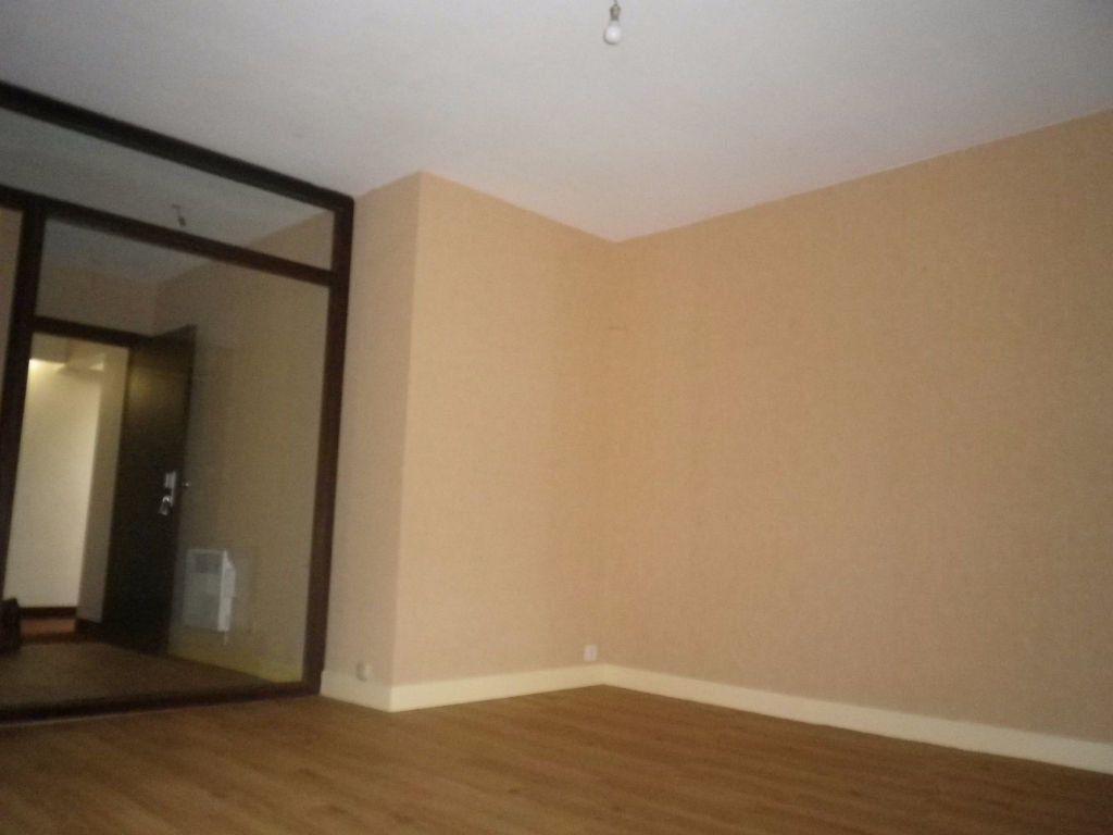 Appartement à louer 1 30.46m2 à Aurillac vignette-2