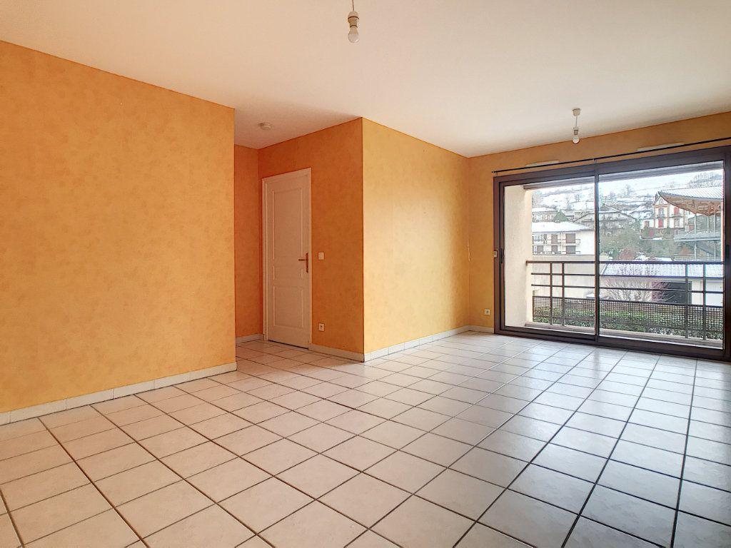 Appartement à louer 2 54.38m2 à Aurillac vignette-1