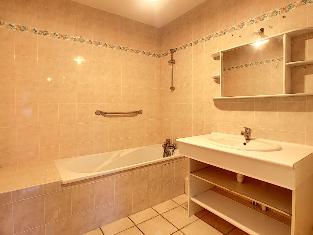 Appartement à louer 2 54.38m2 à Aurillac vignette-4