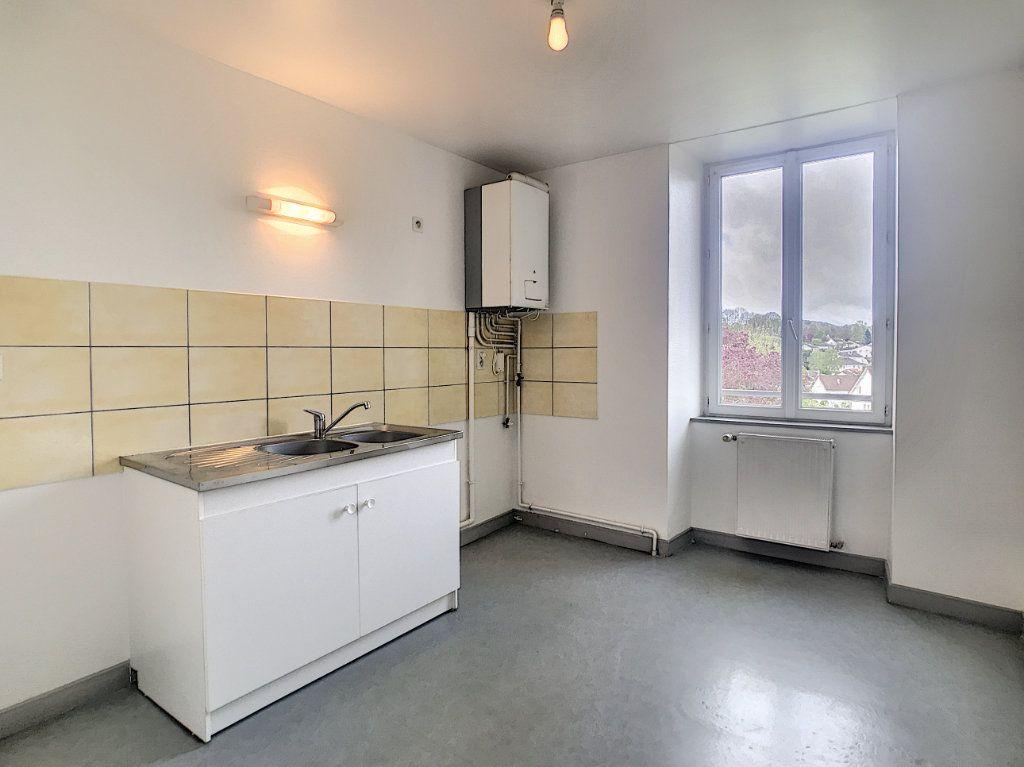 Appartement à louer 3 73.55m2 à Jussac vignette-2