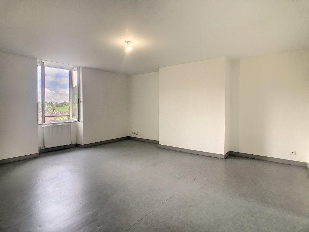Appartement à louer 3 73.55m2 à Jussac vignette-3