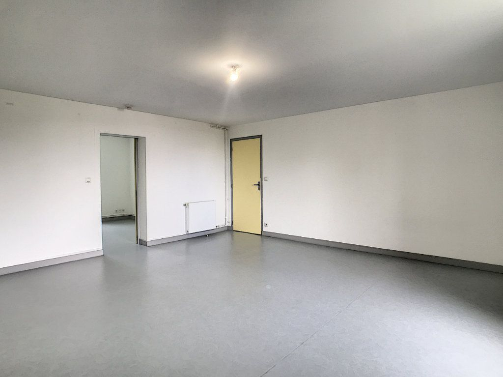 Appartement à louer 3 73.55m2 à Jussac vignette-4