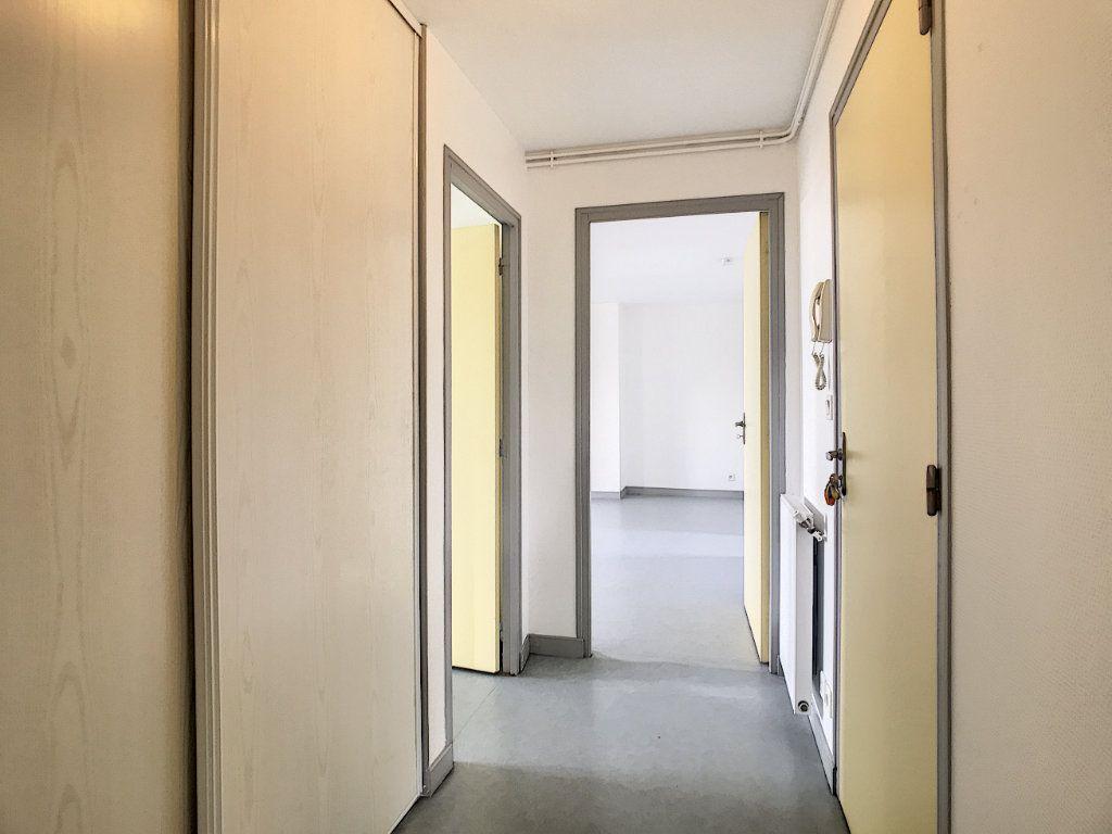 Appartement à louer 3 73.55m2 à Jussac vignette-7
