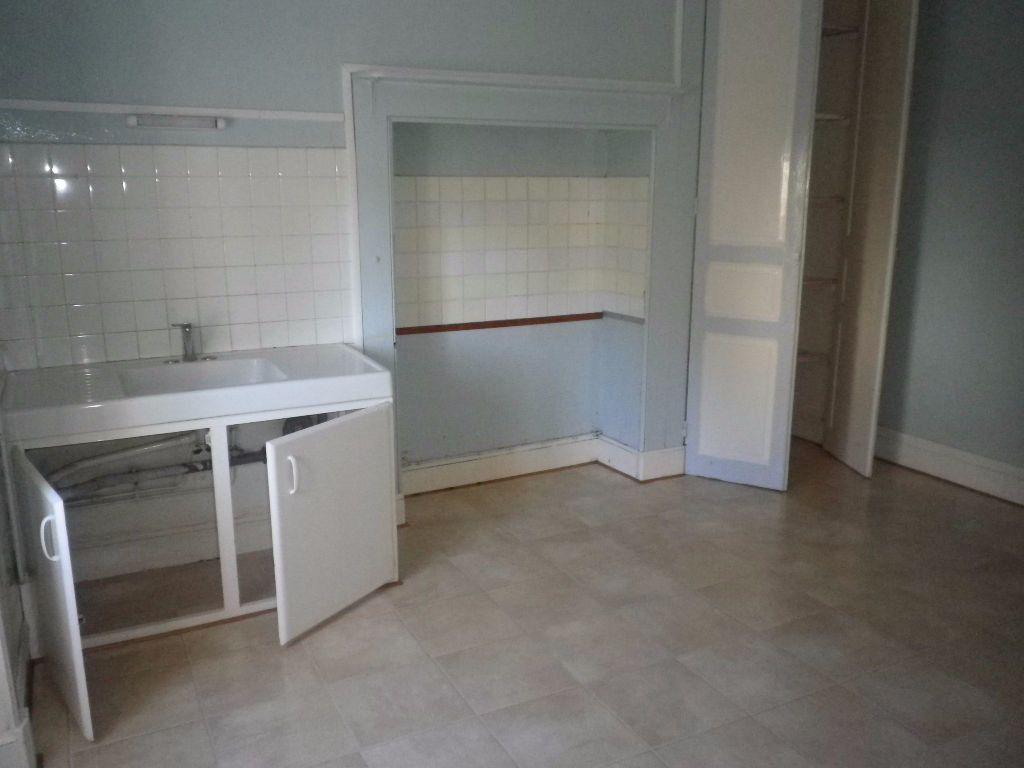 Appartement à louer 2 48.14m2 à Vic-sur-Cère vignette-2