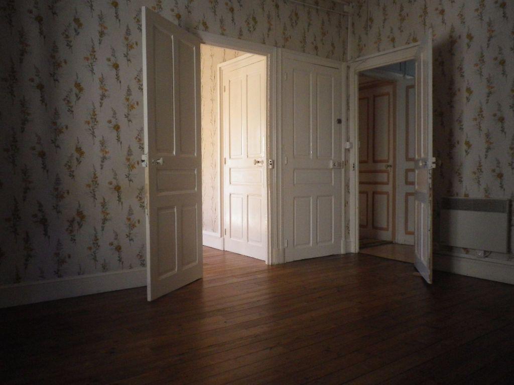 Appartement à louer 2 48.14m2 à Vic-sur-Cère vignette-3