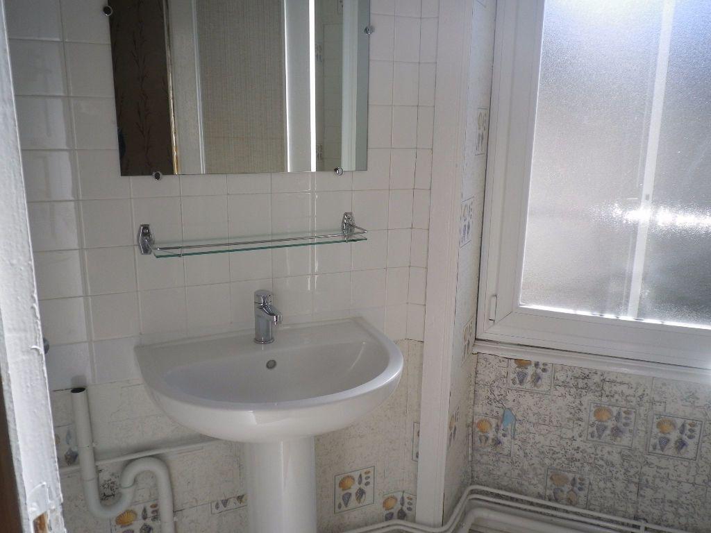 Appartement à louer 2 48.14m2 à Vic-sur-Cère vignette-5