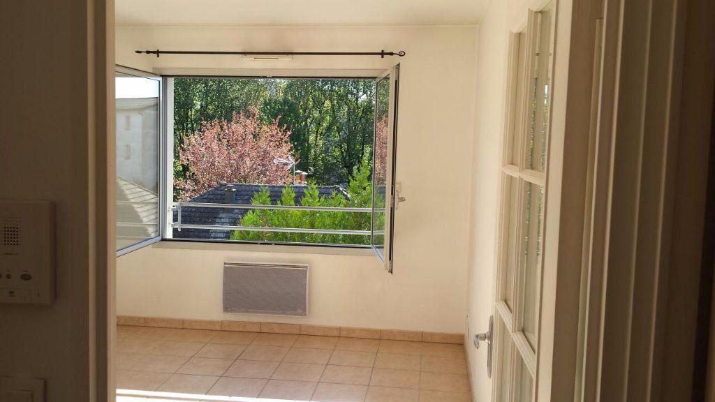 Appartement à louer 2 32.42m2 à Aurillac vignette-1