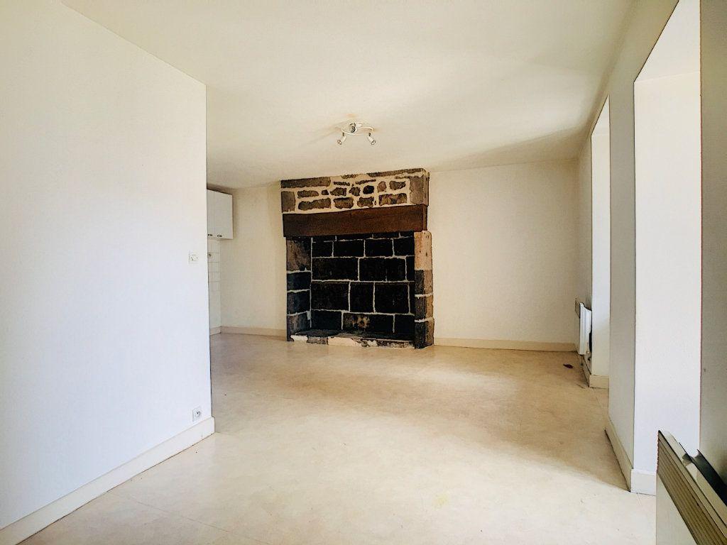 Appartement à louer 2 41m2 à Vic-sur-Cère vignette-2