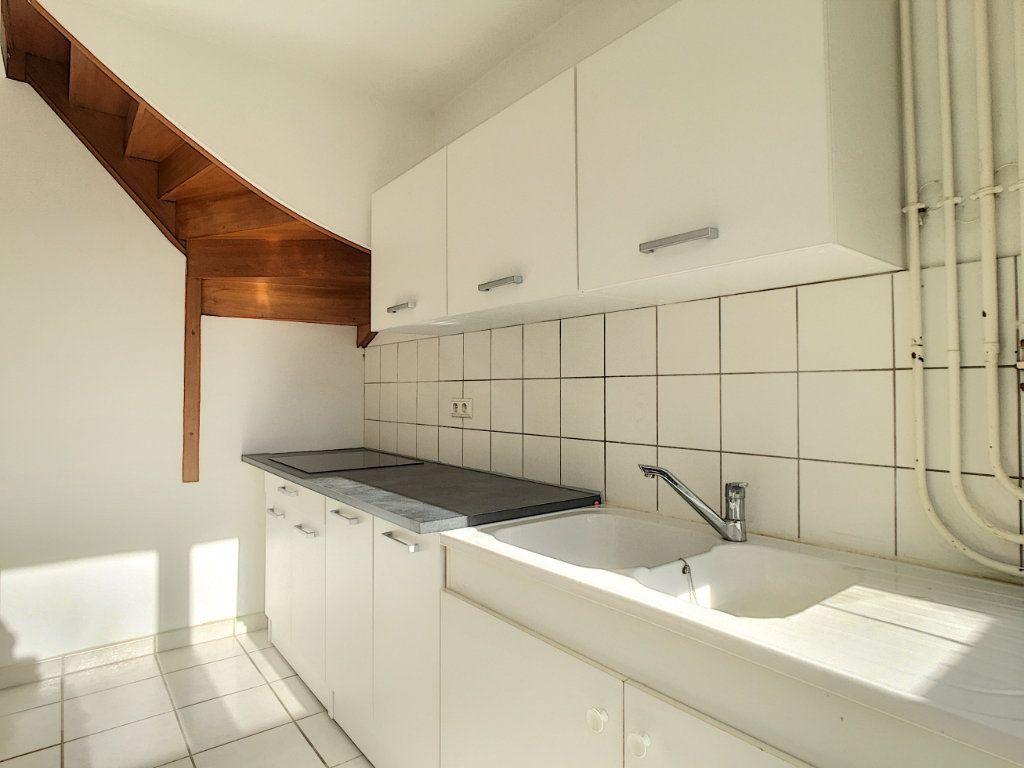Appartement à louer 4 79.53m2 à Aurillac vignette-5