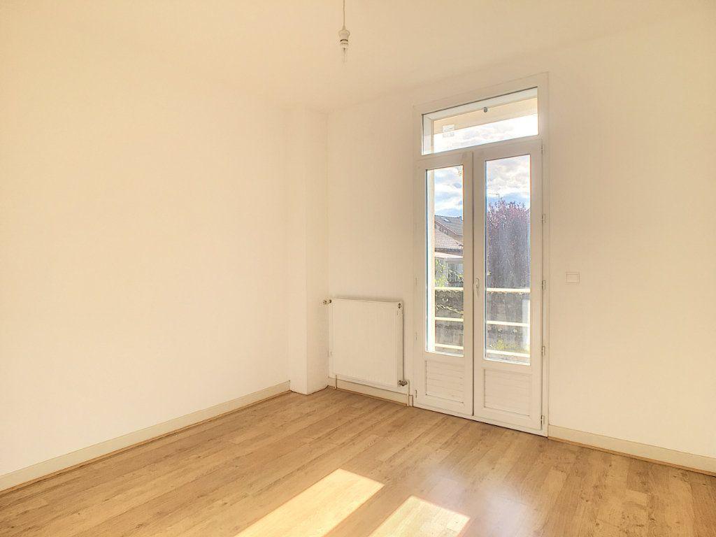 Appartement à louer 4 79.53m2 à Aurillac vignette-6