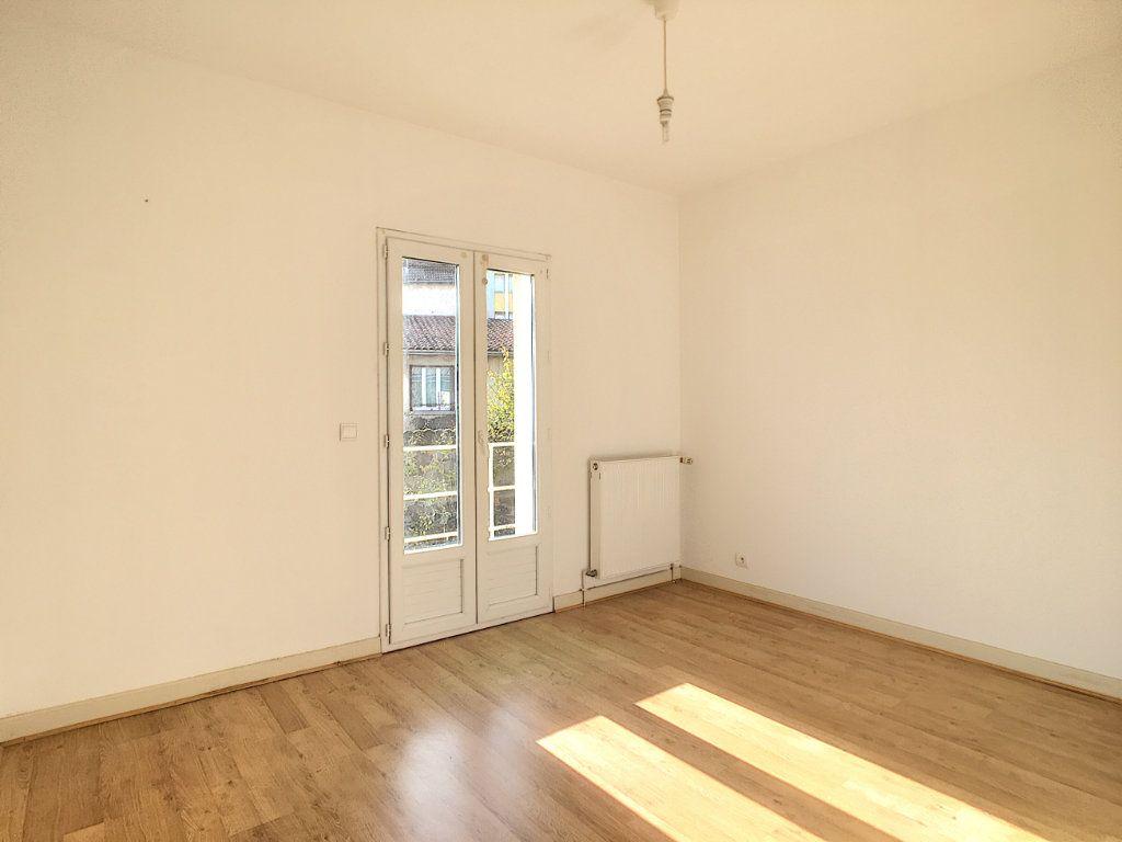 Appartement à louer 4 79.53m2 à Aurillac vignette-7