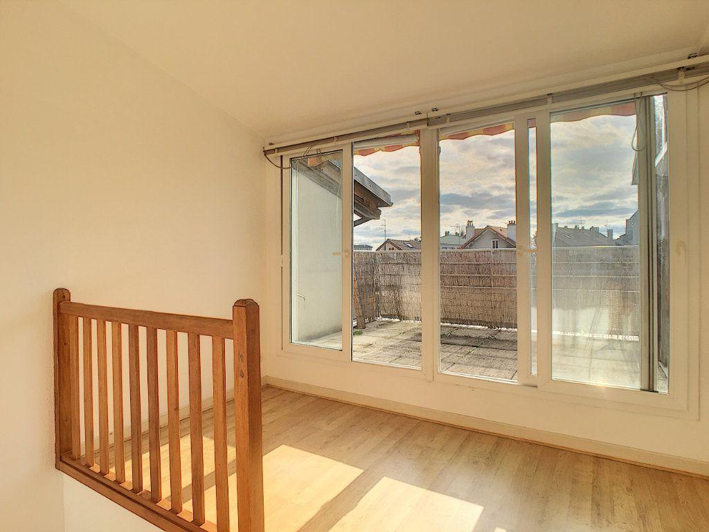 Appartement à louer 4 79.53m2 à Aurillac vignette-9