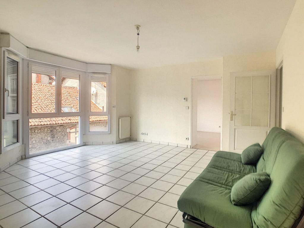 Appartement à louer 2 54.8m2 à Aurillac vignette-1
