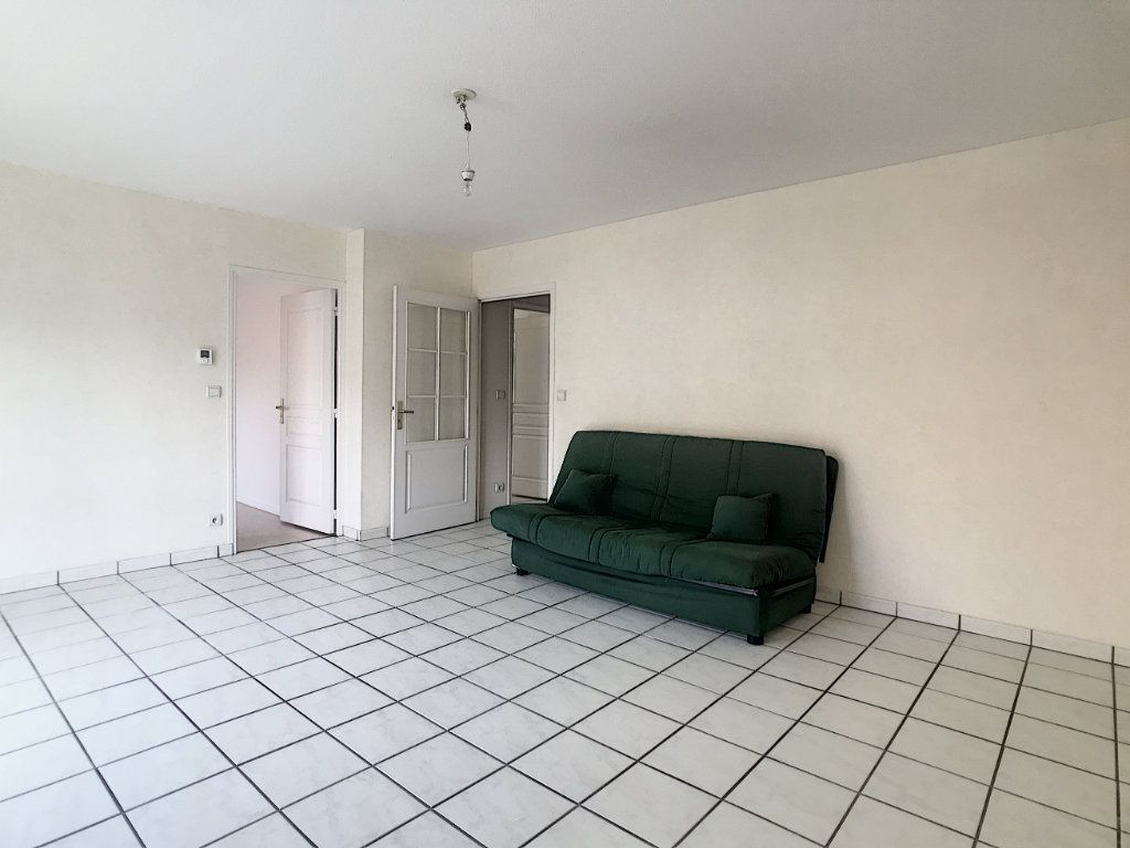 Appartement à louer 2 54.8m2 à Aurillac vignette-2