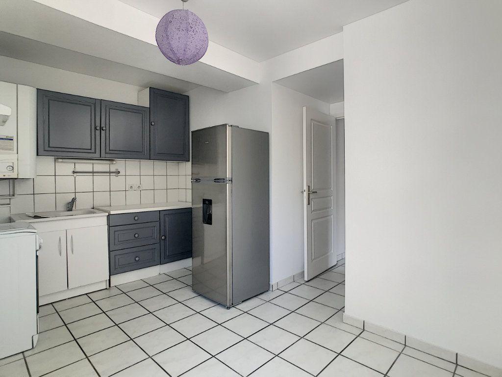 Appartement à louer 2 54.8m2 à Aurillac vignette-4