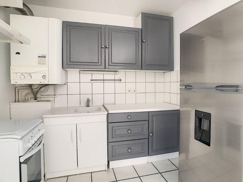 Appartement à louer 2 54.8m2 à Aurillac vignette-5