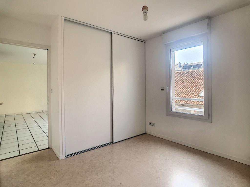 Appartement à louer 2 54.8m2 à Aurillac vignette-6