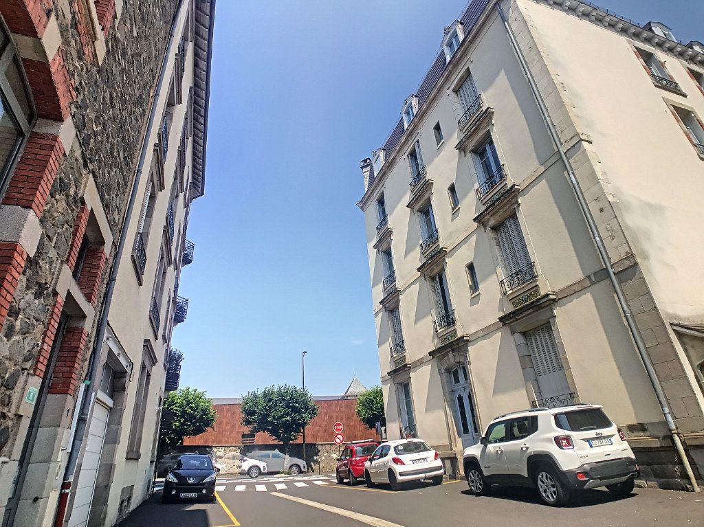 Appartement à louer 2 54.8m2 à Aurillac vignette-12